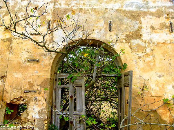 Edificaciones en ruinas, La Unión